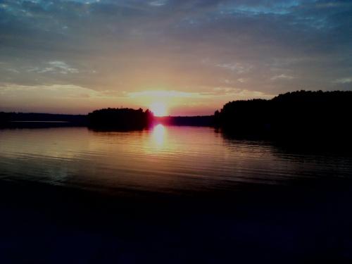 Zachód słońca nad jeziorem Nakło-Chechło #Jezioro #Lipiec #niestety #Słońca #Śląsk #Telefonu #Wakacje #Zachód #Zdjęcie