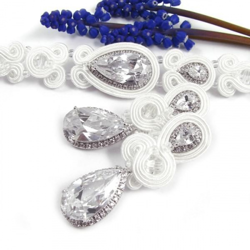 Śnieżnobiały komplet ślubny sutasz z kryształami